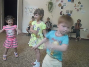 весёлые танцы